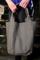 Oakwood Beuteltasche Ledertasche Shopping-Bag grau