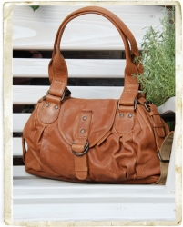 aunts and uncles Lauren Handtasche cognac