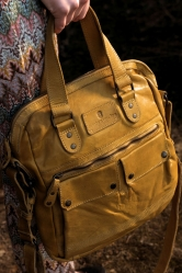 aunts and uncles Goody Shoulderbag old yellow mit Laptopfach 13 Zoll