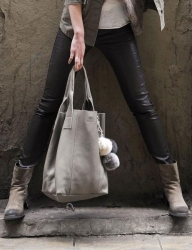 Oakwood Beuteltasche Ledertasche Shopping-Bag hellgrau