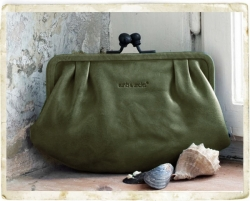 aunts and uncles Rose Bügelbörse Clutch green