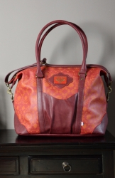 Blutsgeschwister travel fever carpetbag red autumn