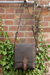aunts and uncles Willy Postbag M dark brown