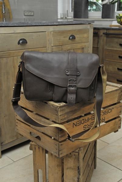 aunts and uncles miles hunter vintage tan postbag m. Black Bedroom Furniture Sets. Home Design Ideas